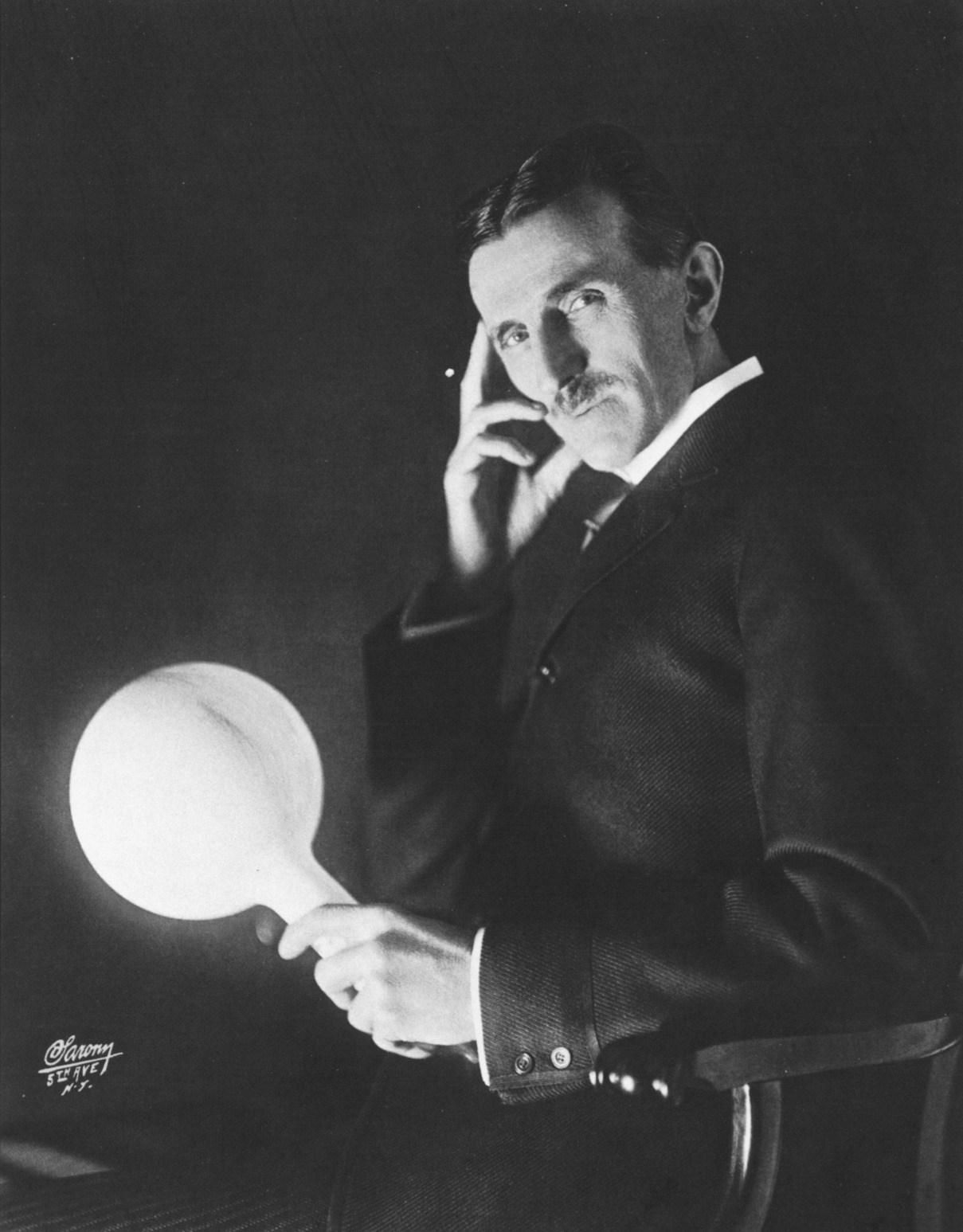 Přerušovaně spával údajně i slavný vynálezce Nikola Tesla.