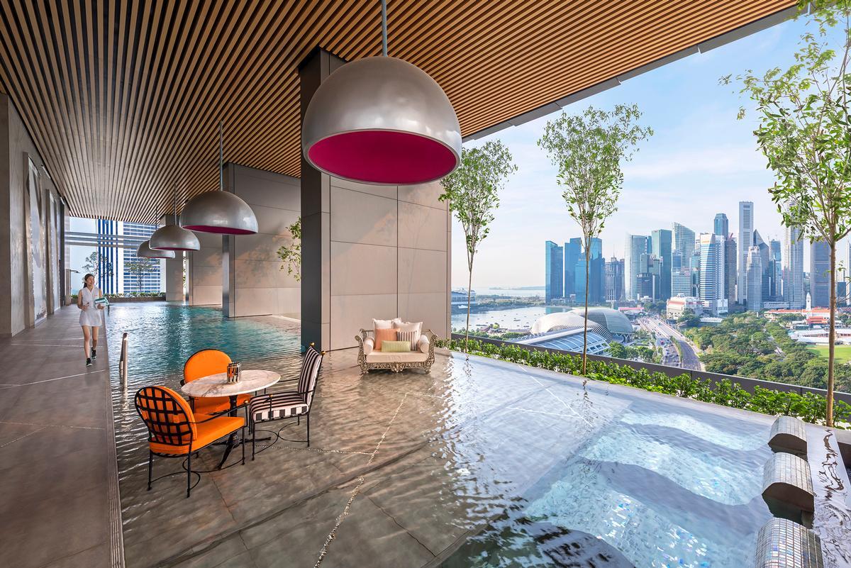 Interiér odpovídá surrealistické představě o futuristickém domě