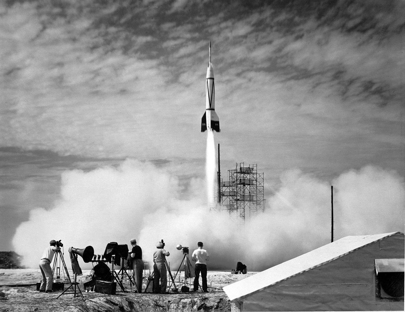 Werhner von Braun sestavil nejprve válečnou raketu, poté pomohl Američanům na cestě k Měsíci.
