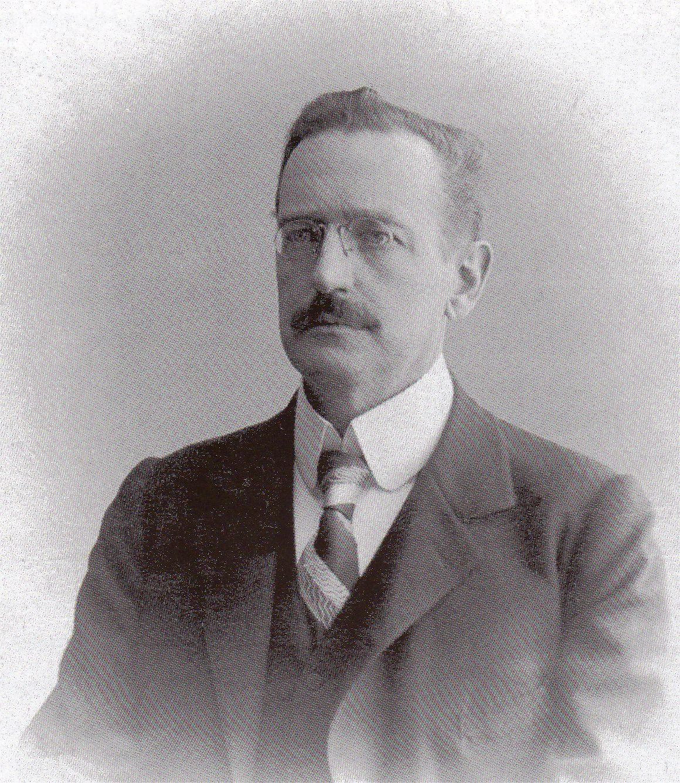 Arthur Krupp nechce koupit zajíce v pytli. Proto vyšle do Jižní Ameriky výpravu.