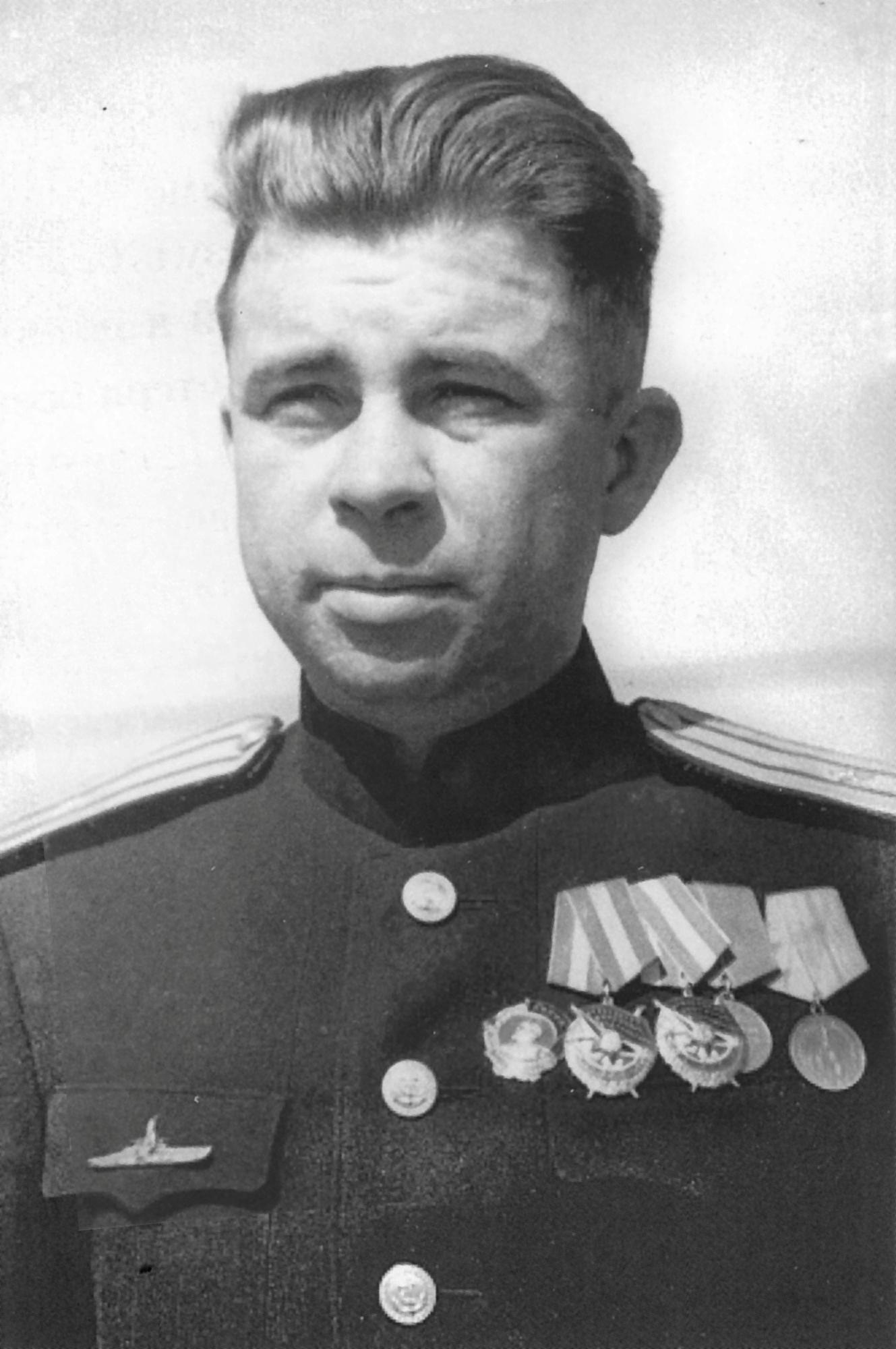 Příkaz k potopení parníku dává mladý kapitán Alexander Marinesko.