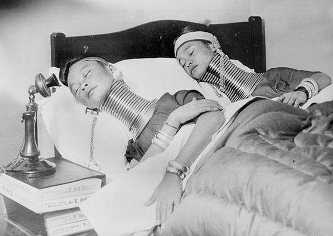 Jelikož jsou ženy nuceny trávit v sevření dny i noci, snaží si spánek co nejvíce zpříjemnit.