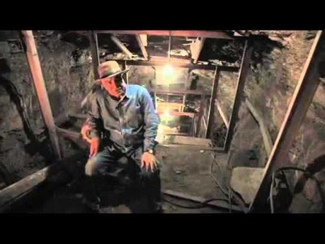 Egyptolog Záhí Háwáss má za to, že tunel měl vést do druhé tajné hrobky. Faraon však zemřel dříve, než ji dělníci stihli dokončit.