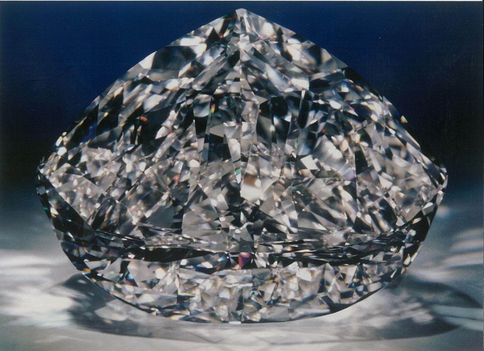 Diamant má téměř 600 karátů.