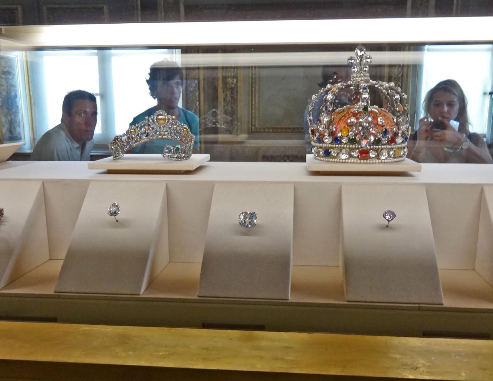 Regent je považován za nejkrásnější broušený diamant na světě.