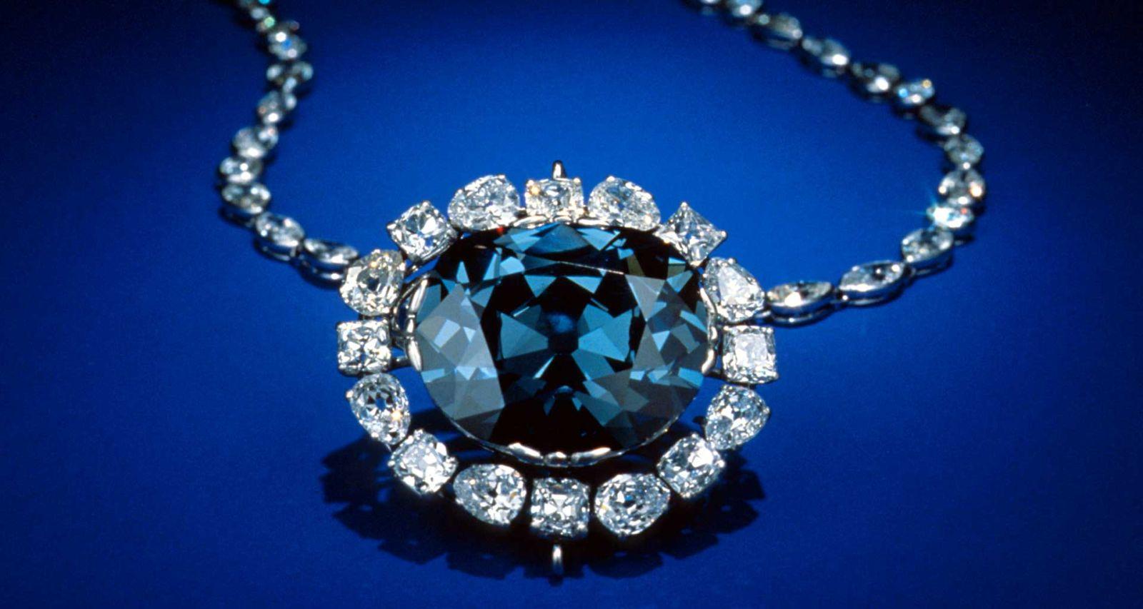 Stejně jako diamant Sancy přináší Diamant naděje svým majitelům smůlu.