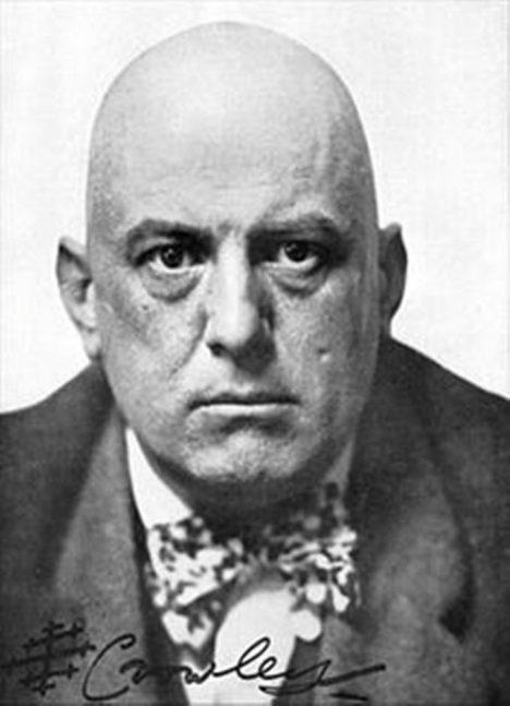 Opravdu dokázal Aleister Crowley přesvědčit davy o své nepřítomnosti?