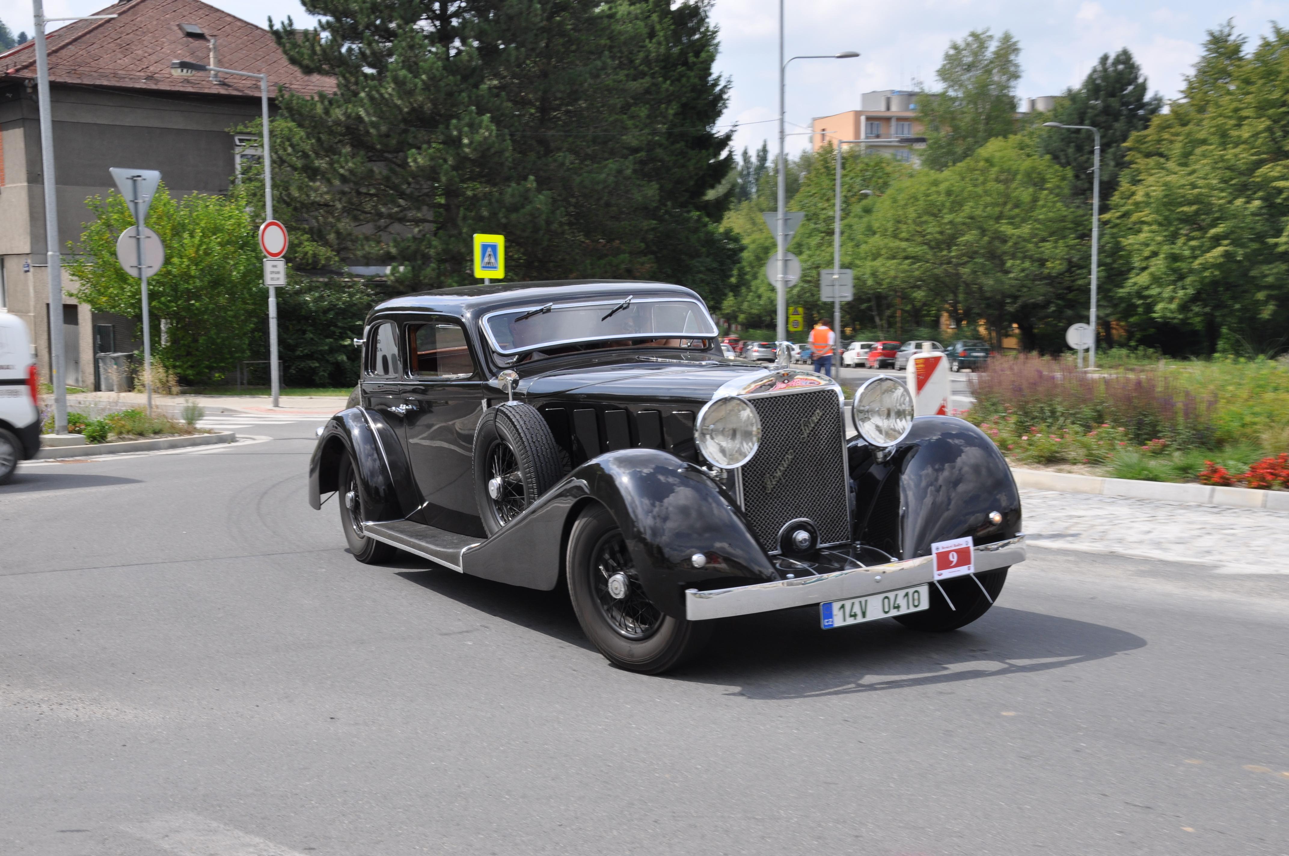 Vozy Hispano Suiza se v letech 1926–1929 vyráběly v licenci v Mladé Boleslavi. Celkem vzniklo asi 100 kusů. Výrazným designovým prvkem byly velké přední světlomety.