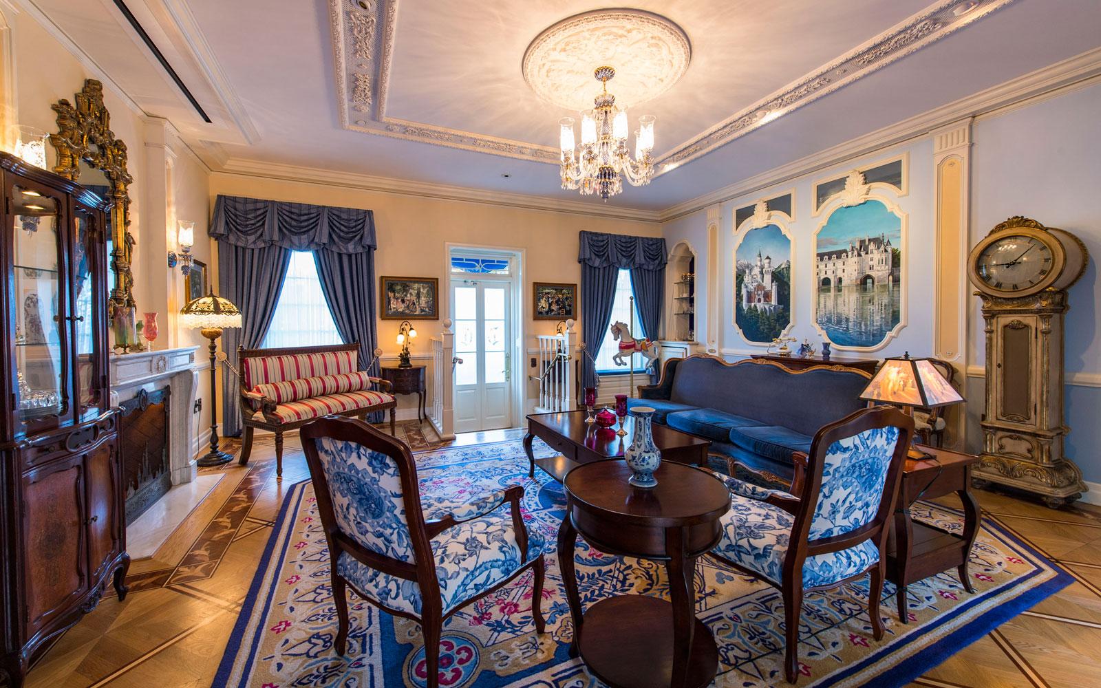Apartmán je zařízen ve stylu 19.století