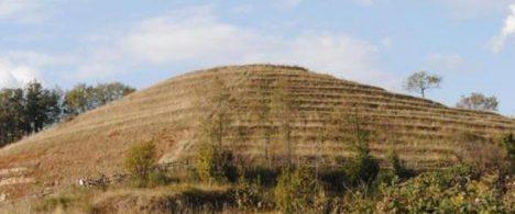 Takto vypadá kopec Cedera, který je podle některých teorií ve skutečnosti pyramidou.