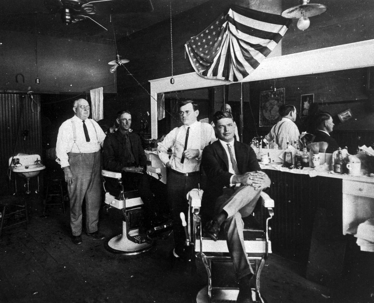 Teprve s příchodem 19. století začínají barbeři dbát o vzhled salonů. Nepodceňují také reklamu.