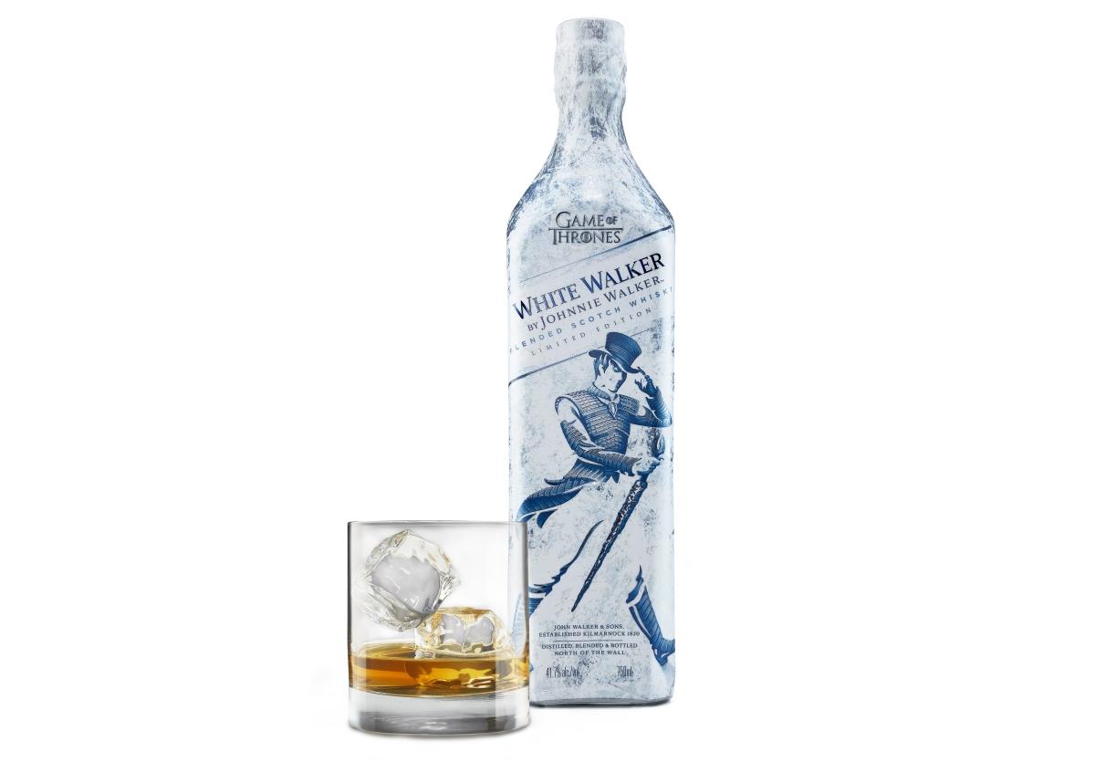 Celá lahev má speciální design ve stylu white