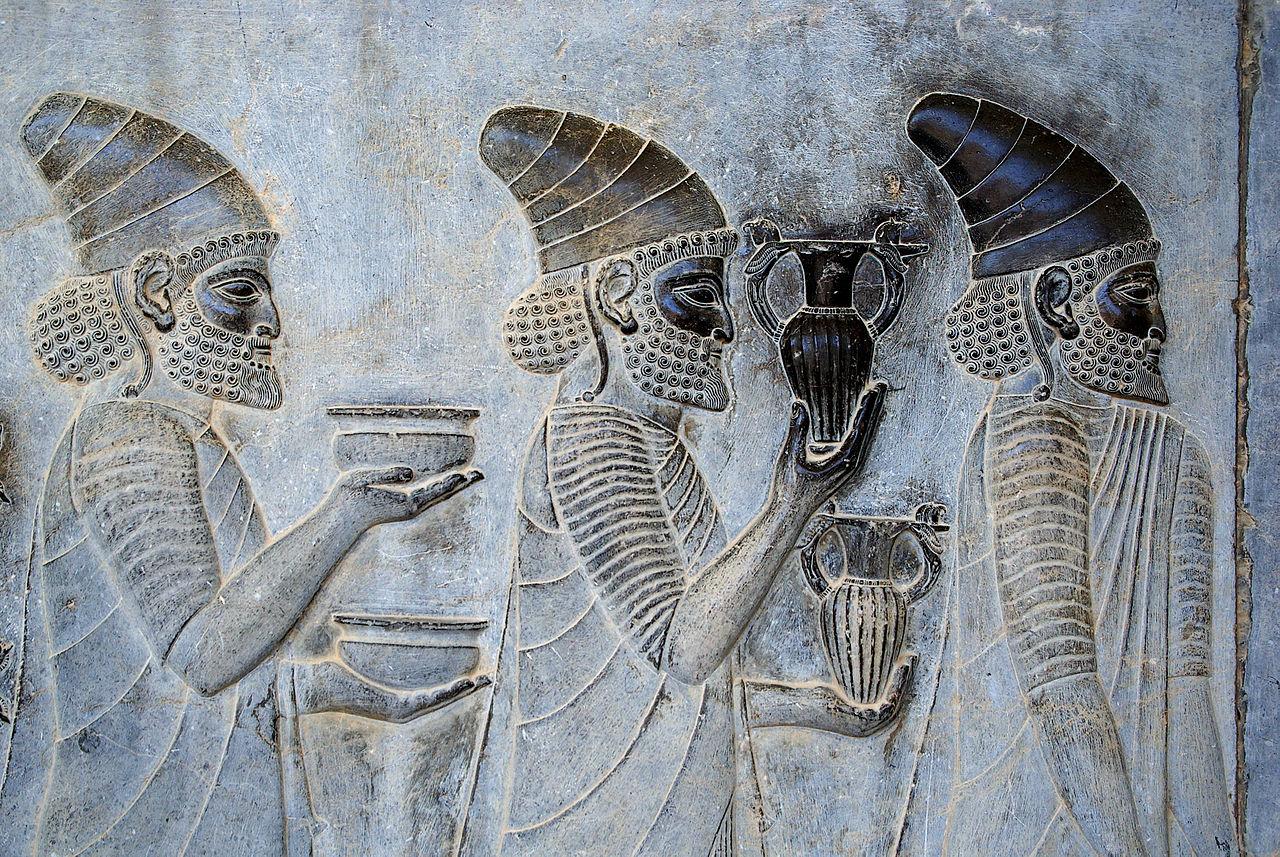 Starověké víno má podobu lepkavé tekutiny, která se ředí slanou vodou.