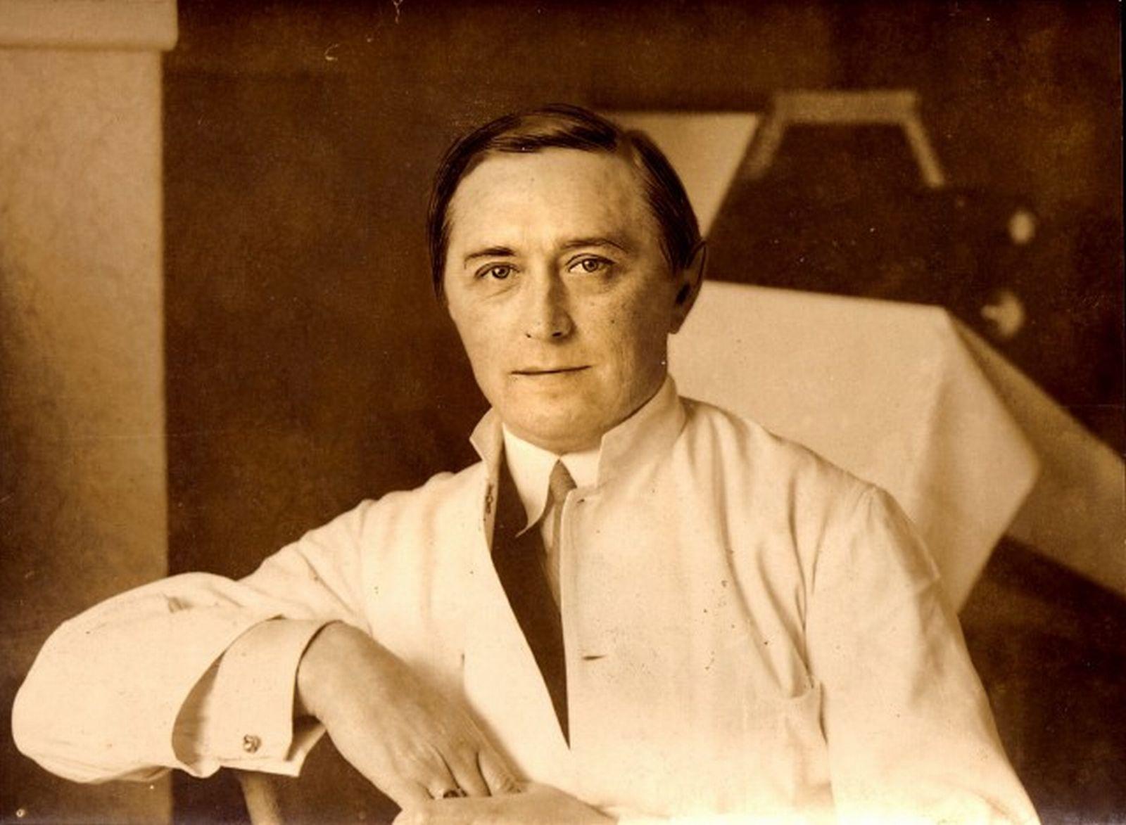 Dánský lékař Carl Peter Værnet chtěl vyléčit homosexualitu a vytvořit supervojáka.