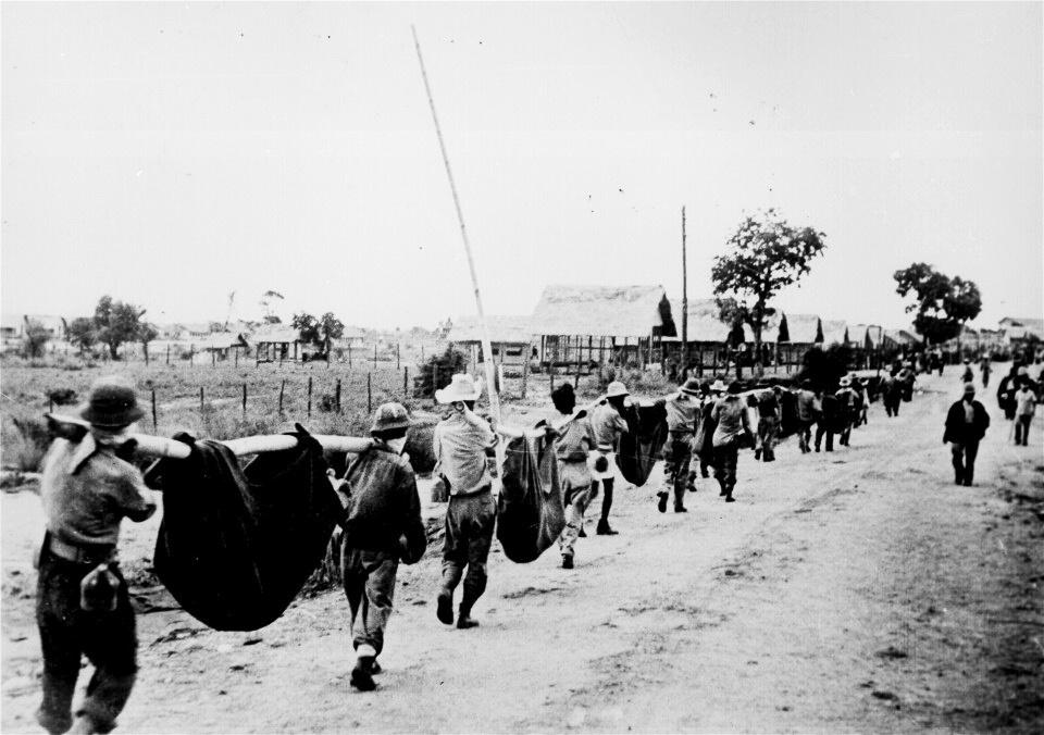 Filipínské jednotky jsou před invazí v žalostném stavu. A Japonci je nešetří.