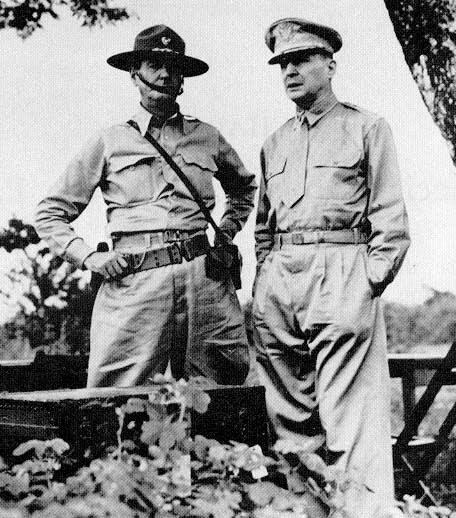 Osud celé operace má v rukou MacArthur. Ten ji ani přes znalost terénu nezvládne.