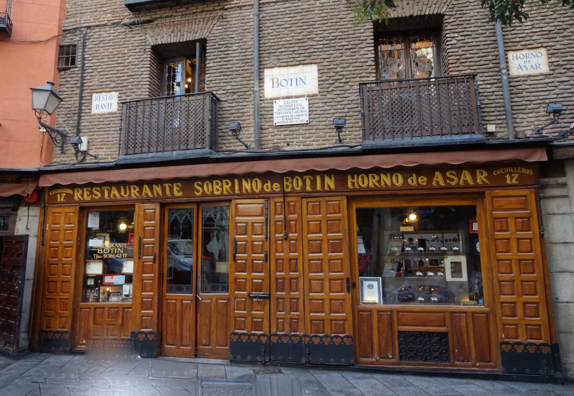 Do restaurace Sobrino de Botín rád chodil Hemingway.