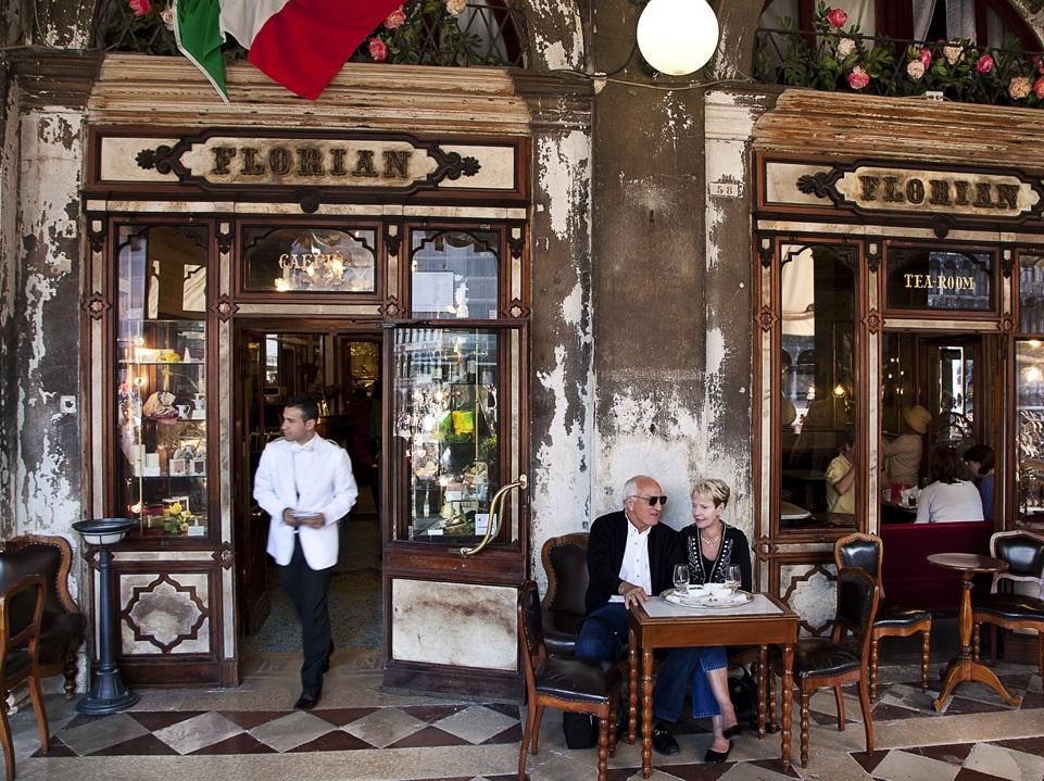 V kavárně Florian svádí Casanova ženy.