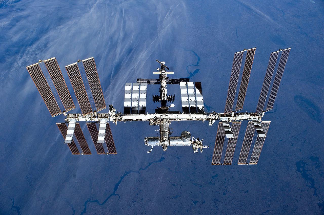 Stanice ISS vznikla po spojení modulů Zarja a Unity 7. prosince 1998. Expedice jedna dorazila k ISS 2. listopadu 2000. Předpokládá se, že stanice bude v provozu do roku 2024.