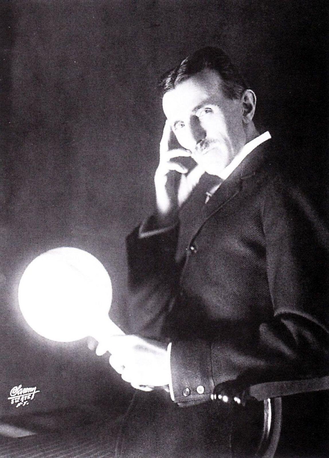 Tesla nestačil svůj výzkum s radioaktivitou dokončit.