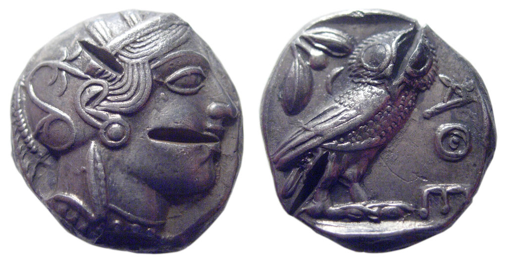 Jak poznat v dávném Řecku padělek? Stačí minci naštípnout a zkontrolovat materiál.