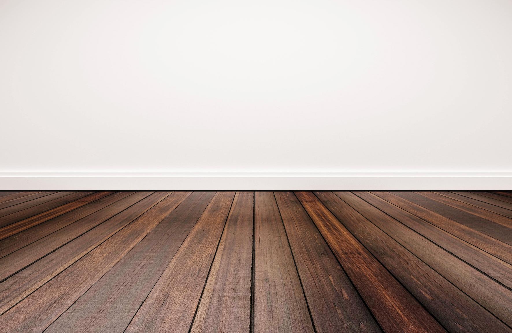 Na dřevo nepoužívejte agresivní přípravky: žádné silně alkalické přípravky ani rozpouštědla. A žádnou drátěnku nebo rejžák…