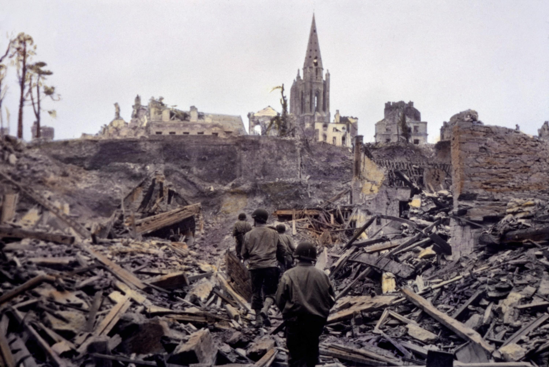 Z většina dobytých měst zůstávají trosky. Saint-Lô připomíná vesnici duchů.