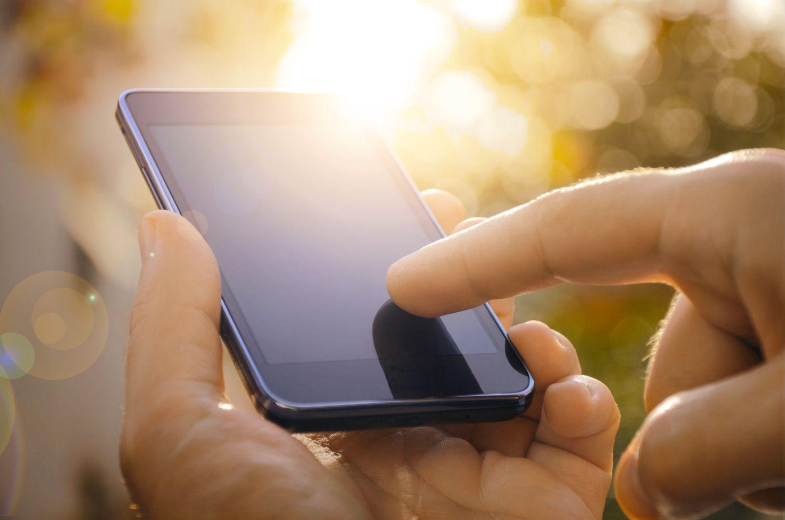 Ideální je mobil pravidelně čistit antibakteriální utěrkou, ukládat ho do pouzdra a nikomu ho nepůjčovat.