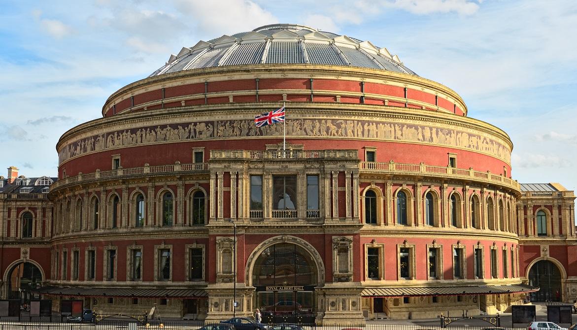 Na jeho památku pojmenuje novou síň umění a věd Royal Albert Hall.