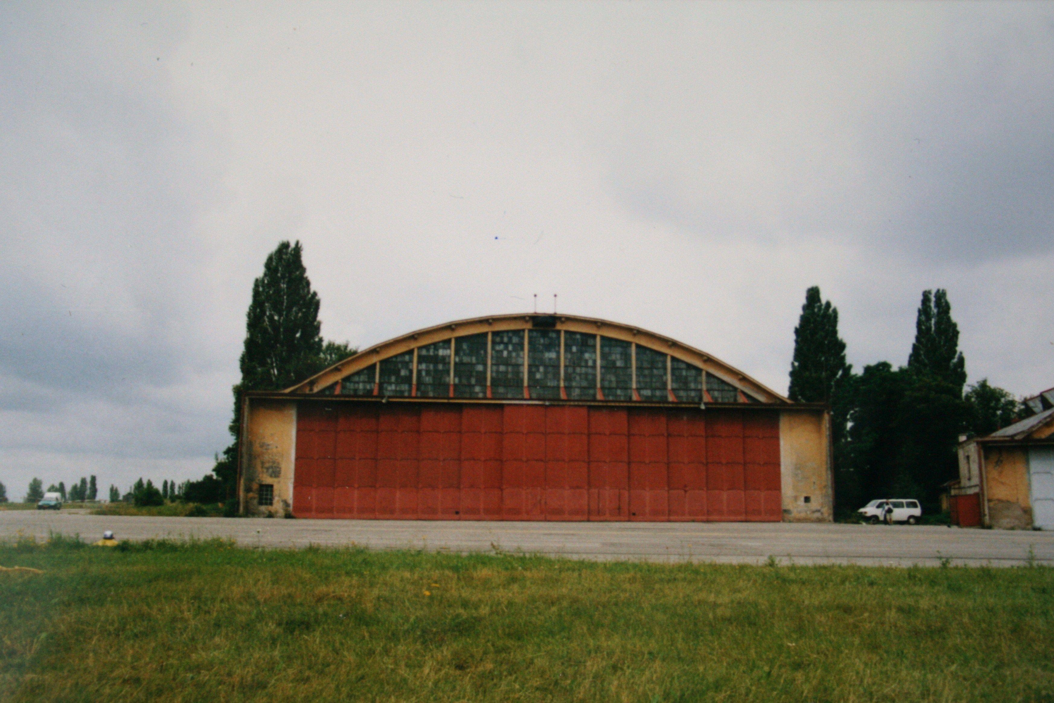 Hangár, ve kterém byl nacistický létající talíř zřejmě ukryt.