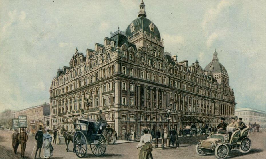 V Londýně nějakou dobu řídí hotel Carlton.