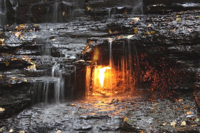 Objevitelé prý ve starověkých hrobkách často nacházeli hořící lampy.