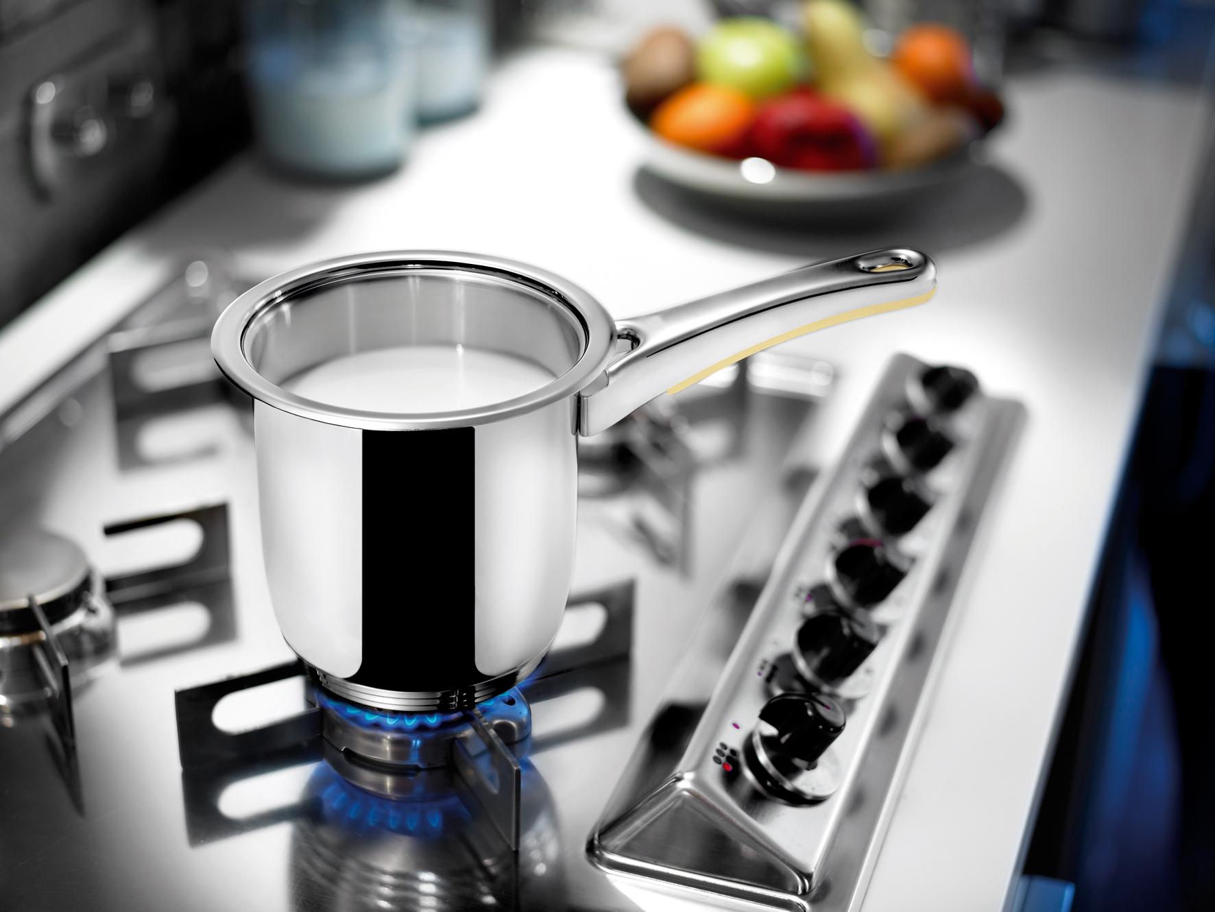 Mléko a pudink se nám při vaření nebudou připalovat, když hrnec nejdříve vymažeme máslem.