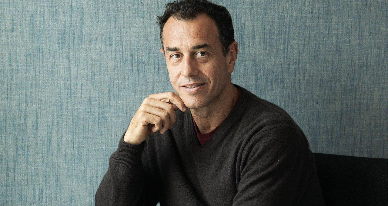 Italský režisér Matteo Garronese proslavil celovečerním filmem Terra di mezzo, za který získal roku 1997 Zvláštní cenu poroty na Filmovém festivalu mladých tvůrců v Turíně.