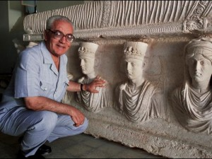 Syrský vědec Khaled al-Asaad (1934 – 2015) za ochranu památek zaplatil životem. Archeolog, který se staral posledních 40 let o starobylé ruiny Palmýry, byl za jejich bránění nemilosrdně zavražděn.