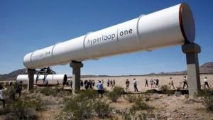 Stavba testovací dráhy v Nevadě.