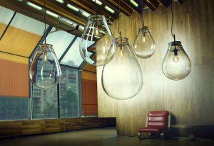 Osvětlení ve tvaru kapek od Olgoj Chorchoj inspirované režisérem Timem Burtonem – Bomma