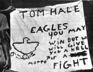 Příslušníci jedné skupiny si začali říkat Orli (Eagles) a druzí Chřestýši (Rattlers). K většímu pocitu sounáležitosti přispělo vytvoření oddílových vlajek, triček a bannerů.