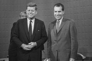 Kennedyho konkurentem o Bílý dům byl v roce 1960 Richard Nixon.