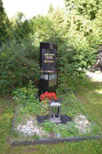 Hrob Jiřího Šlitra na Vinohradském hřbitově v Praze