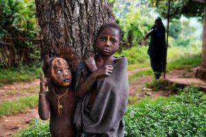 Ročně je kvůli dávnému zvyku zavražděno až 300 dětí.