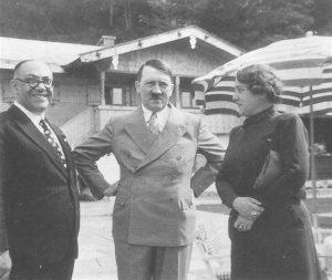 Morell s manželkou a vůdcem.