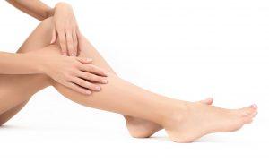 Masáž celých nohou je vhodná při nanášení krému