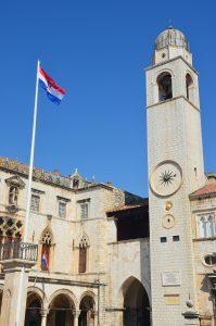 Nejdůležitější památkou náměstí Luža je palác Sponza, jehož budova představuje spojení gotiky a renesance.