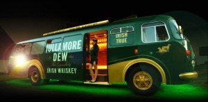 Speciální autobus pro Tullamore D.E.W. tour po palírnách