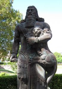 2,5 metru vysoká socha Gilgameše na University of Sydney, kterou vytvořil Lewis Bartos. Byla odhalena v roce 2000.