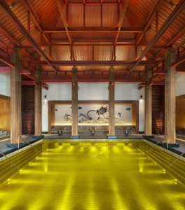3. V resortu The St. Regis v tibetské Lhase najdete zlatý Energy Pool