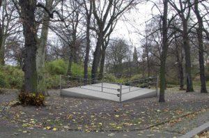 Boxerův dočasný pomník v Berlíně-Kreuzbergu.