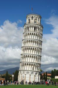 Když už se Pisa takhle naklání, aspoň že je na ni krásný pohled.