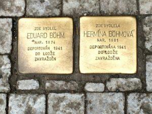 Projekt se rozšířil do celé Evropy. Pamětní cihličky najdeme i v Praze.